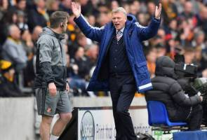 Moyes disappointed with Defoe's relegation release clause