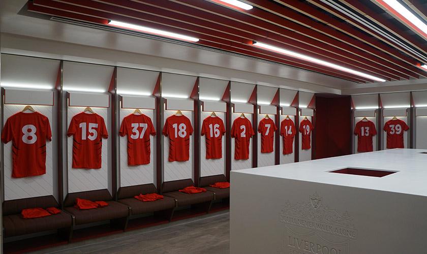 Jersi pemain Team Fowler digantung dalam bilik persalinan barisan utama Liverpool FC di Anfield. Gambar - Meay Chan.