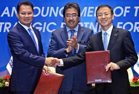 DRB-Hicom Bhd akan menjual 49.9 peratus daripada pegangan di dalam syarikat kereta nasional, Proton Holdings Bhd kepada Geely Holding.