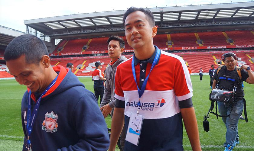 Ian bersama pemain Singapura, Mohd Rafee Abdul Rahman. Gambar - Meay Chan.