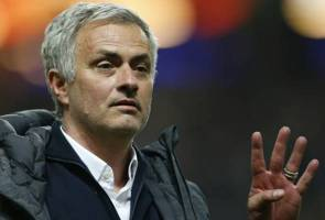 Mourinho says Manchester United still in the market for a winger