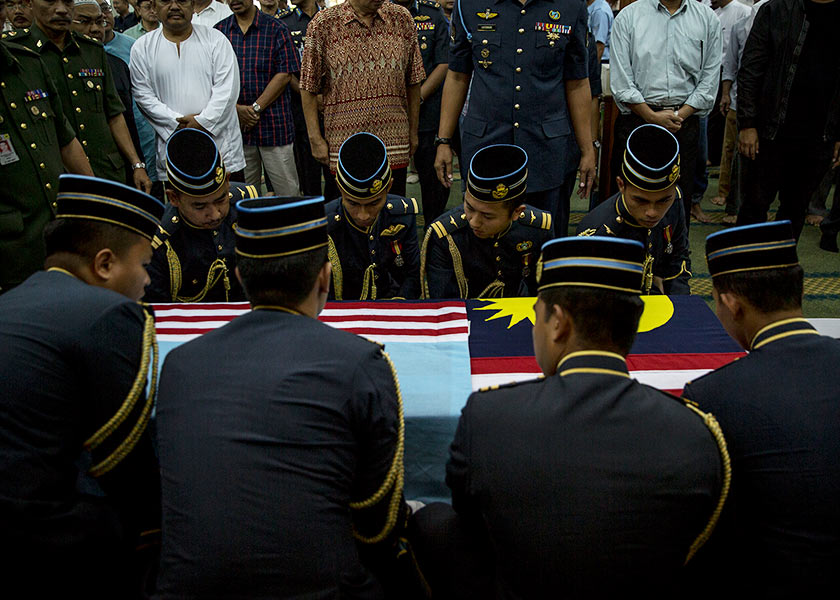 RMAF officers who are also friends of Allahyarham, assisted in the funeral of Major Yazmi in Titiwangsa. - Astro Awani / Shahir Omar