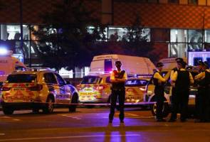 One dead, 10 injured in London mosque incident - police