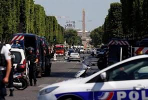 Lelaki rempuh van polis, Champs-Elysees di Paris ditutup
