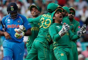 India's police arrests 15 for cheering Pakistani cricket team