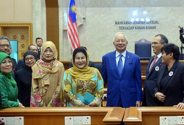 Perdana Menteri, Datuk Seri Najib Tun Razak hari ini merasmikan mahkamah jenayah seksual terhadap kanak-kanak di Istana Kehakiman.