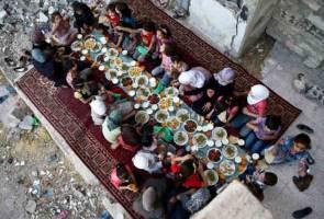Iftar celebrations amid the Douma ruins