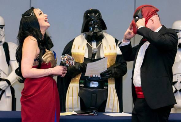 Wonder Woman weds Deadpool at comics convention
