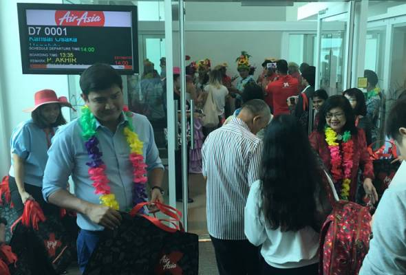 The inaugural flight carrying guests, members of the Malaysian media and AirAsia X management touched down at 12.30 pm Wednesday.
