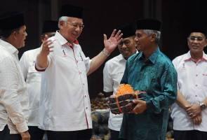 PM Najib umum 'duit raya' berjumlah RM106.81 juta kepada 33,864 pekebun kecil