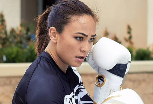 Fighter Feature Supermom Karate Hottie Michelle Waterson Takes It All Astro Awani He is the younger brother of actor rick gomez. astro awani