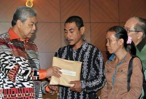 Father of children who died from Rabies receives RM60,000 from DPM