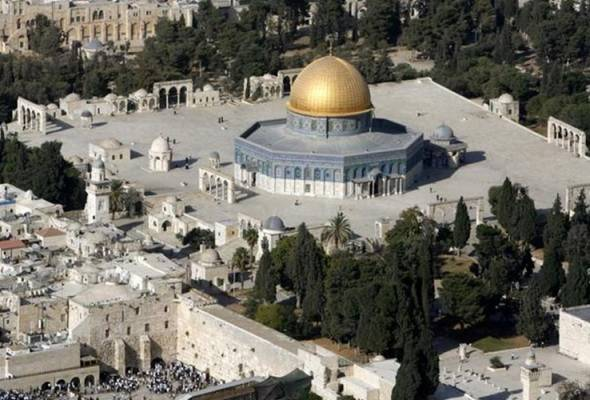 He said the closure of the Al-Aqsa Mosque had become a sign which is worrying to all Muslims around the world.