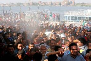 Cairo police clash with Nile island residents, at least one dead, 56 injured