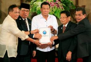 Philippine leader to expedite bill for self-rule in Muslim region