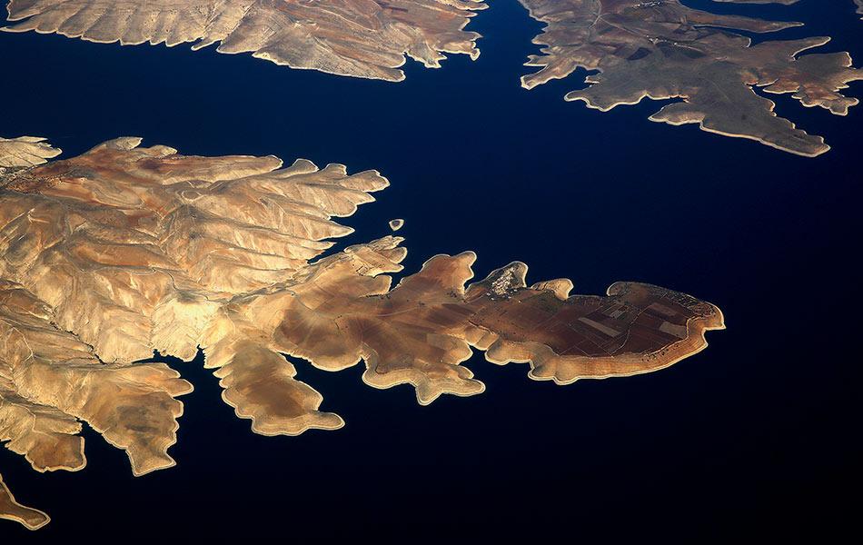 top, view, aerial, town of Susuz, northern shore, Ataturk dam, south-eastern, Turkey, Adiyaman