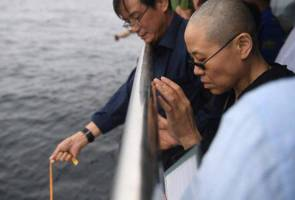 Chinese Nobel laureate's ashes scattered at sea