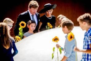 Dutch unveil memorial for victims of Ukraine airplane crash