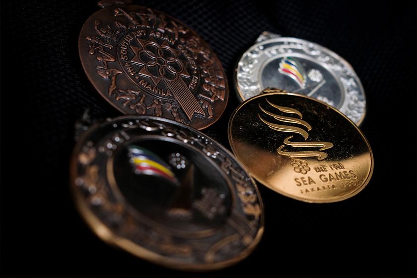 Antara pingat kejohanan antarabangsa yang masih di simpan Rosman sebagai kenangan sepanjang kariernya selama dua setengah dekad. - Foto ASTRO AWANI / SHAHIR OMAR