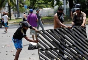 Venezuela crushes small anti-Maduro uprising at military base