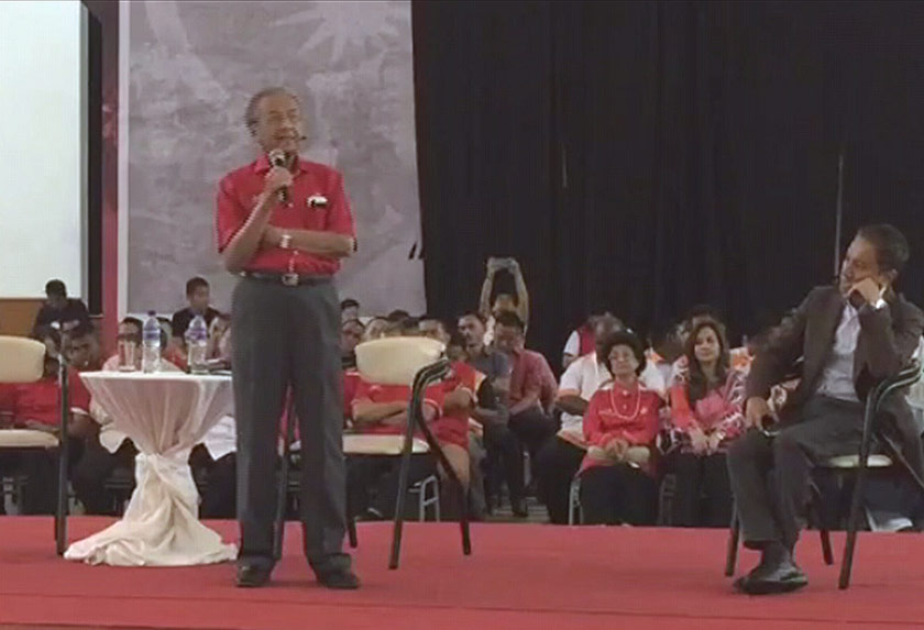 Tun Dr Mahathir Mohamad responds to questions by the audience. -Photo from sinar.tv