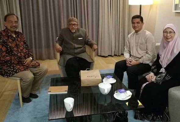 Wan Azizah, Azmin kunjungi Hadi Awang