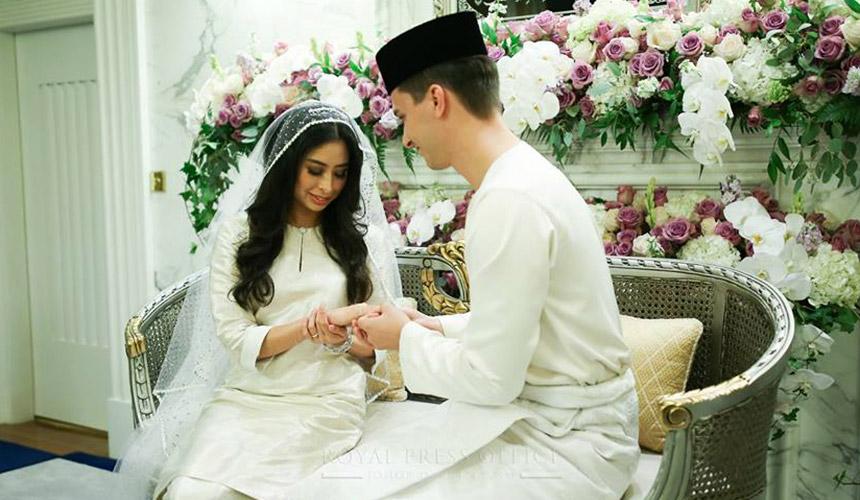 Today, the rakyat of Johor celebrate the Royal matrimony between Tunku Tun Aminah Sultan Ibrahim and Dutch-born Dennis Muhammad Abdullah.