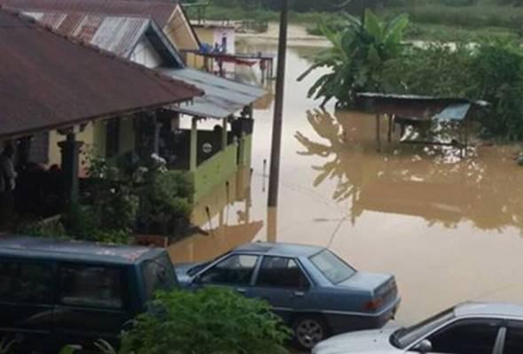 Penduduk di Melaka cemas, pertama kali kampung dilanda banjir kilat