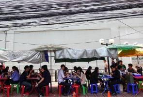 Pemandangan kabel berselirat di Bangkok akan jadi sejarah