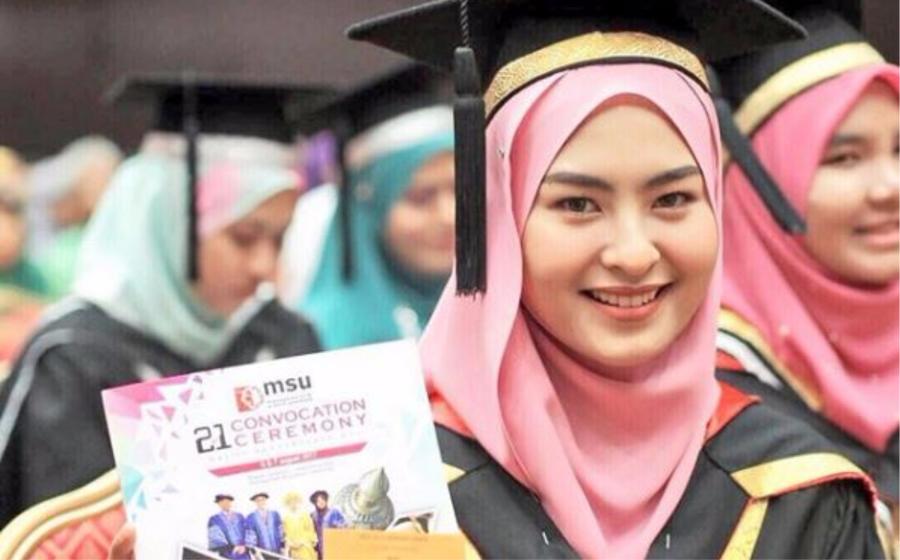 Tahniah! Wany Hasrita dah lulus, kini graduan Sains Perubatan