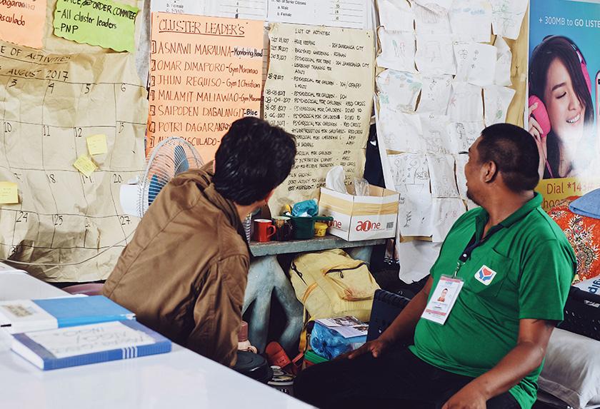 Papan buletin yang menampilkan maklumat dan catatan, termasuk keluhan rakyat. Foto Karim Raslan