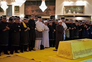 People pay last respects to late Kedah Sultan