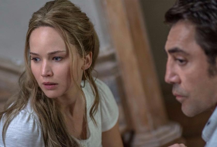 Jennifer Lawrence bawa watak Mother, isteri yang tertekan dengan 'keterujaan' suaminya, Him (Javier Barden), menerima tetamu tidak diundang.FOTO/United International Pictures