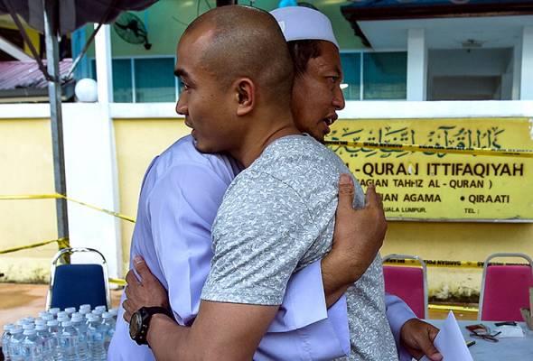 Azizulhasni lelong sarung tangan Rio2016 untuk pusat tahfiz