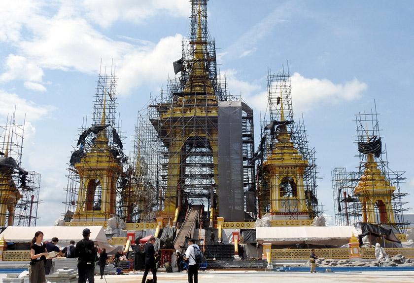 Kerja-kerja terakhir giat dijalankan bagi Majlis Pembakaran Diraja mendiang Raja Bhumibol Adulyadej di Krematorium Diraja di Sanam Luang, yang terletak berdekatan dengan Istana Agung yang bermula 25 hingga 29 Okt bulan depan.