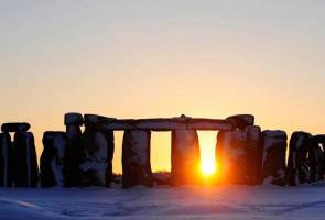 Road blighting Stonehenge to be buried in solstice-compliant plan