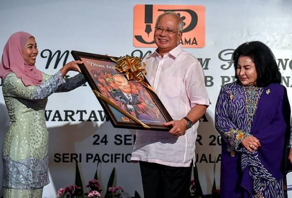 Media perlu tangkas tangani 'fake news' - PM Najib