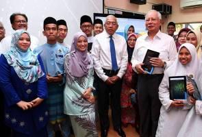 Penggunaan gajet dalam kelas tarik perhatian Najib