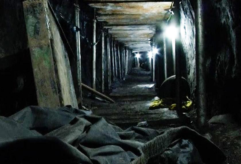 Terowong yang digali itu sepanjang 500 meter dan cukup besar untuk pergerakan anggota kumpulan perompak tersebut. - Reuters