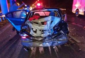 Dua pemuda maut, kereta terbabas di LPT2