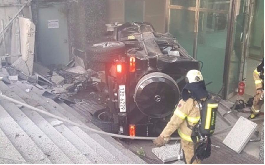 Polis juga turut mengesahkan kereta tersebut terbakar disebabkan impak kemalangan itu.