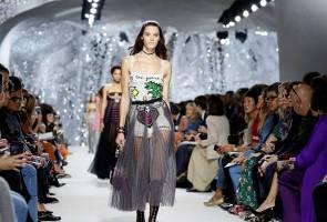 Size-zero ban hits Paris catwalks, campaigners hopeful