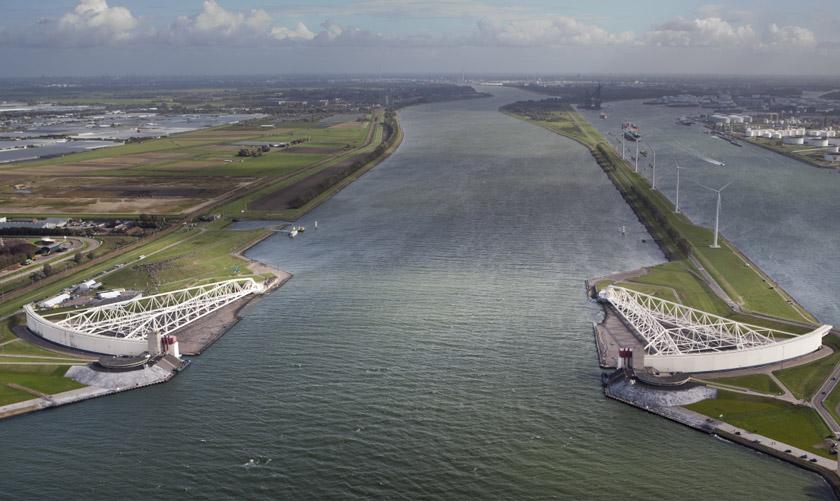 Selain pembinaan sistem pintu masuk air, orang Belanda telah lama memikirkan kaedah terbaik dalam pelan tindak balas umum sekiranya berlaku banjir. - Reuters