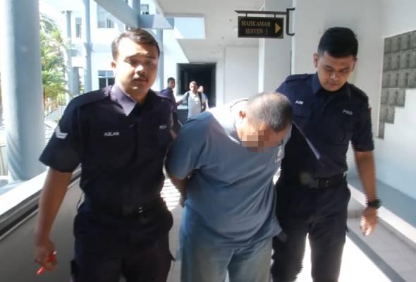 Tertuduh yang berusia 38 tahun itu bagaimanapun membuat pengakuan tidak bersalah sejurus kertas pertuduhan terhadapnya dibacakan.