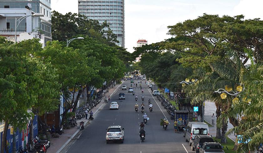 Jalanraya di kota Danang luas dan lebar. Kota ini disokong pembangunan infrastruktur besar-besaran di bawah kepemimpinan Nguyen Ba Thanh. Foto Karim Raslan