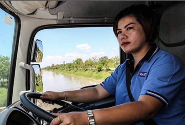 Would women truck drivers solve shortages in truck drivers