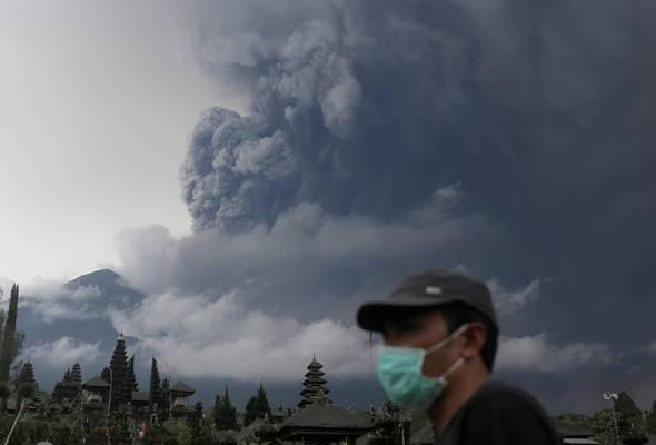 Apa nasib rakyat Malaysia dan warga asing yang masih terkandas di Lapangan Terbang Antarabangsa Lombok susulan letupan Gunung Agung.