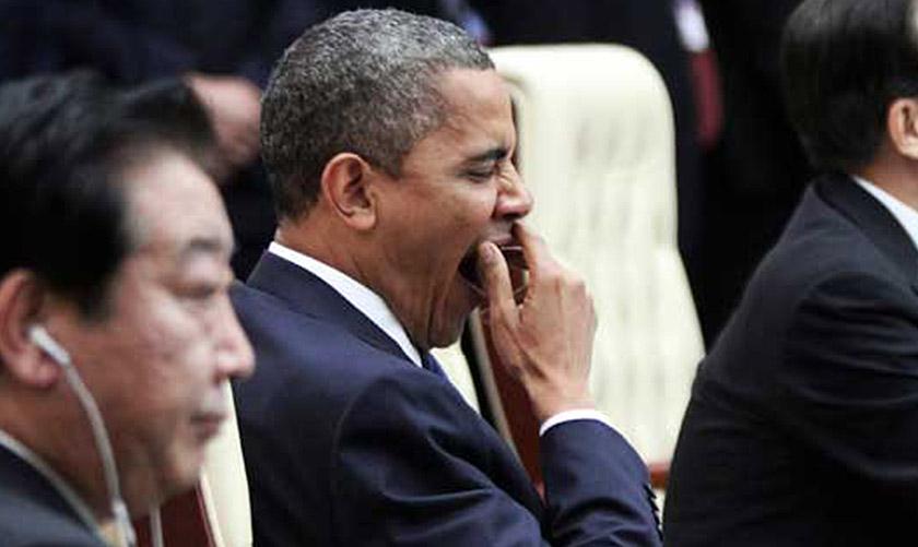 Obama menguap ketika sesi plenary Sidang Kemuncak ASEAN dan Asia Timur ke-21 di Phnom Penh, Nov 2012. - REUTERS