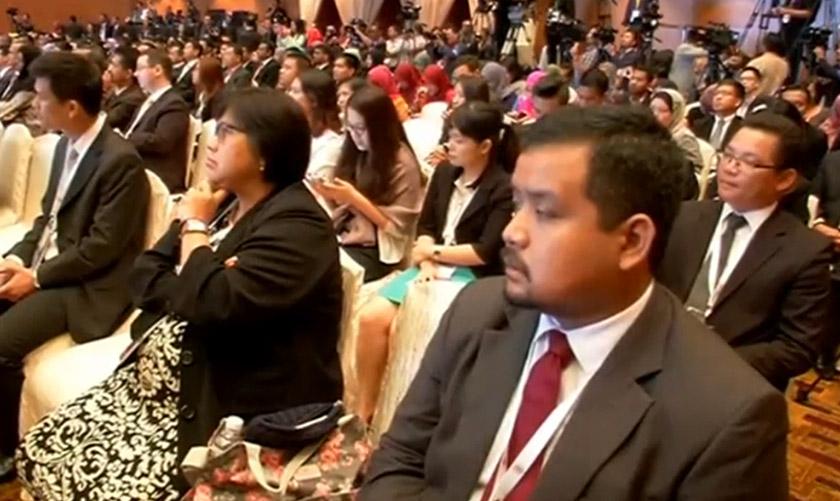 Para hadirin mendengar ucapan pada mesyuarat menteri-menteri ekonomi ASEAN ke-47 di Malaysia, Ogos 2015. REUTERS
