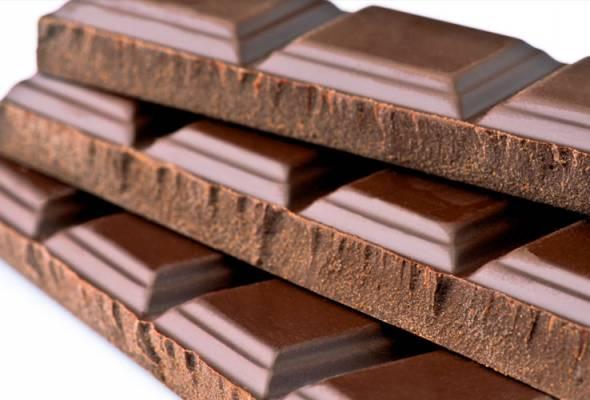 Elak simpan coklat dalam peti sejuk